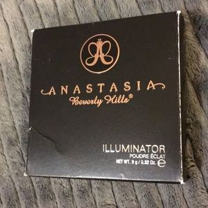 NWT Anastasia Beverly Hills Illuminator powder